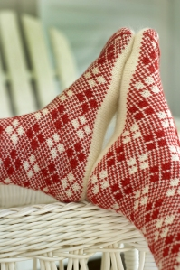 Fair-Gyle - Two classic favorites are represented here: Argyle and a red-and-white color scheme. The technique is color stranding (Fair Isle), however, so no intarsia or bobbins are required.